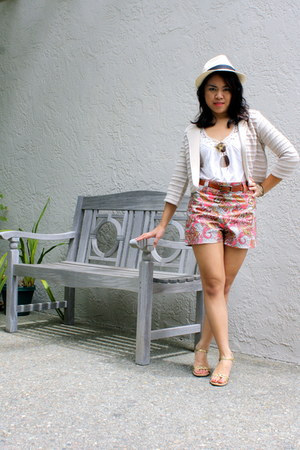 bubble gum paisley H&M shorts - cream Forever 21 sweater - white Wet Seal top