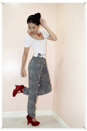gray thrifted pants - white Zara top - red High Style Fancy wedges