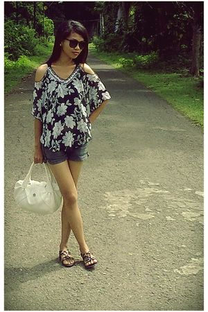 black top - black shoes - white