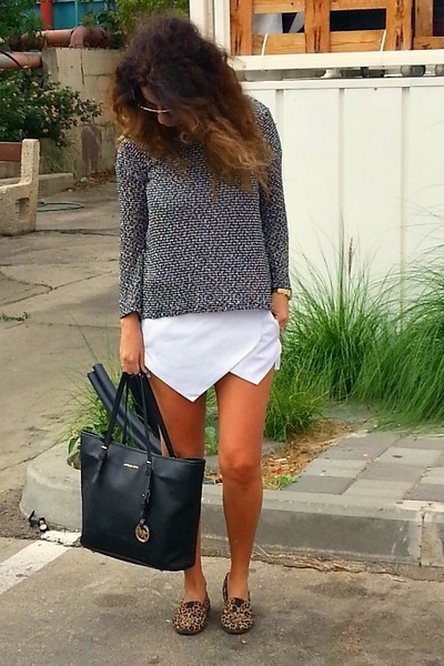 charcoal gray knitted Forever 21 sweater - tote Michael Kors bag - black