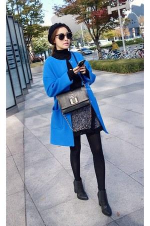 MIAMASVIN boots - blue round neck coat MIAMASVIN coat - black MIAMASVIN sweater