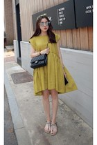mustard MIAMASVIN dress - black MIAMASVIN sandals