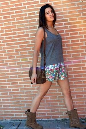 Stradivarius skirt - Stradivarius boots - H&M t-shirt