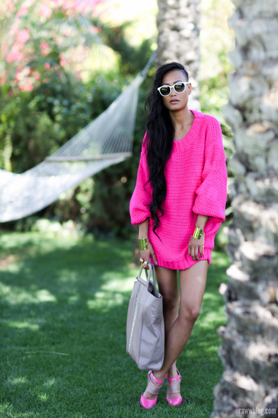 hot pink Mossman jumper - heather gray oversized tote Mimco bag