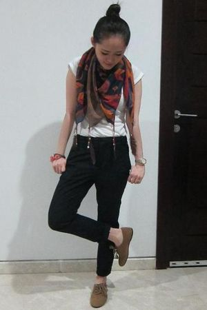 blue Zara scarf - brown Zara shoes