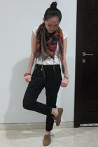blue Zara scarf - brown Zara shoes