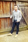 Beige-suede-cole-haan-shoes-skinny-levis-jeans-blue-gingh-jcrew-shirt