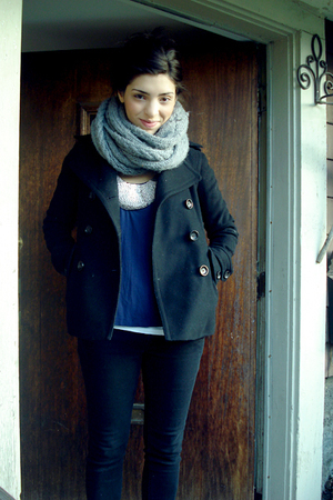 purple blouse - gray Bluenotes scarf - black Gap coat - black Sirens pants - whi