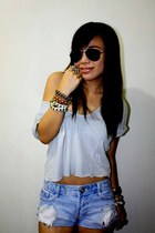 light blue loose top - violet ripped shorts - rayban sunglasses
