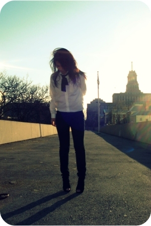 white vintage shirt - black booties shoes - black UB jeans
