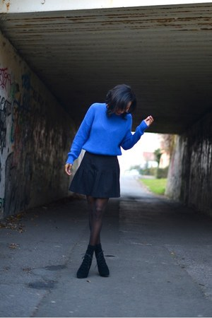 blue American Apparel sweater