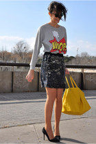 silver Zara jumper - yellow Zara bag - brown rayban sunglasses