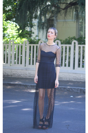 black Goddiva dress