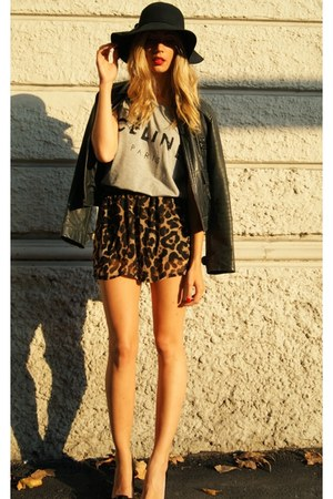 heather gray ZLZcom t-shirt - dark brown Sheinsidecom shorts