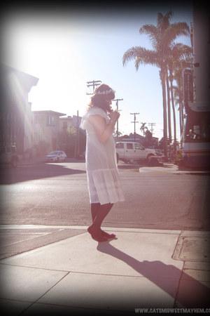 white vintage dress - purple thrifted tights - magenta Nine West flats