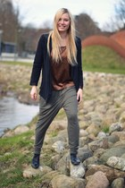 olive green mtwtfss weekday pants - black Defeeter shoes