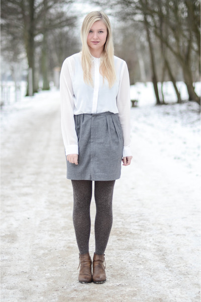 brown Shoe shi bar shoes - white Only shirt - heather gray whyred skirt