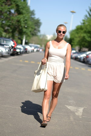 H&M Conscious Collection shorts - leather bag