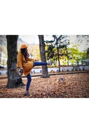 mustard Mango coat - tan Bershka boots - blue Primark jeans - cream Mango shirt
