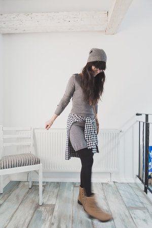 tan unknown boots - gray reserved dress - heather gray Sinsay hat