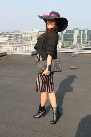 black Forever 21 boots - black H&M dress - black Primark bag - black Topshop bra
