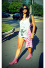 Pink-blouse-pink-shoes-silver-shirt-blue-shorts-black-glasses-orange-a