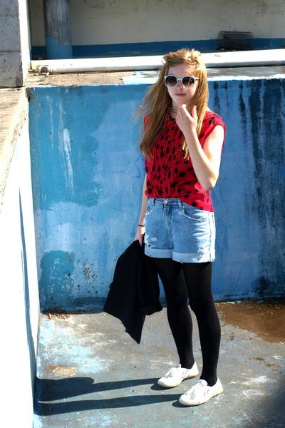 red vintage blouse - blue vintagediy shorts - black tights
