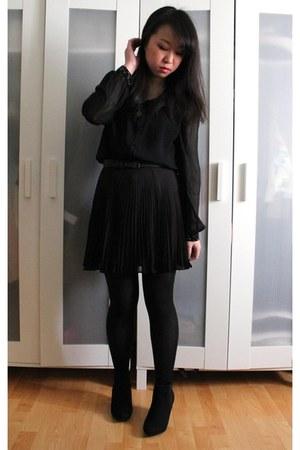 black H&M boots - black BCBG skirt - black Forever 21 blouse