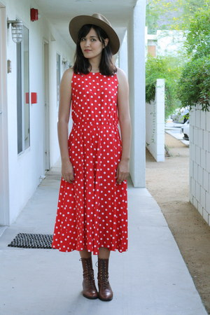 red polka dot vintage dress - brown leather lace up vintage boots