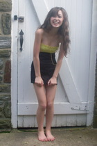 yellow strapless dress - black Divided skirt - gold vintage vintage necklace