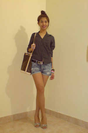 gray MNG blouse - black Zara shorts - Guess belt - Louis Vuitton bag - Miss Self