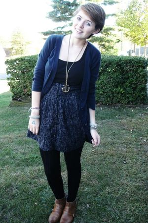 blue gabes sweater - black top - gold Forever 21 necklace - blue Urban Outfitter