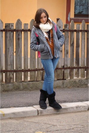 heather gray kenvelo jacket - black Ugg boots - navy Lee Cooper jeans