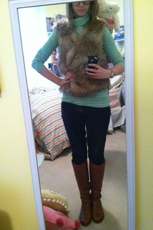 tan furry Forever 21 vest - dark brown Aldo boots - navy Gap jeans