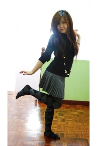Agenda top - Voir skirt - forever 21 accessories - diva necklace - Nichii tights