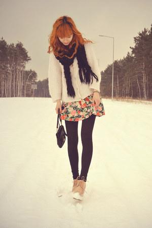 hot pink H&M skirt - white vintage sweater - black H&M scarf - black vintage bag