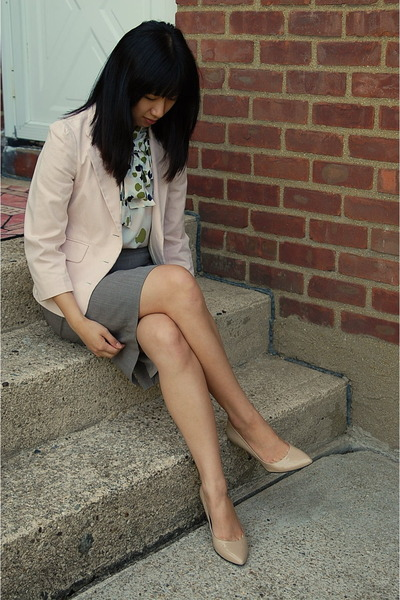 pink Juicy Couture blazer - white Girls from Savoy blouse - gray banana republic
