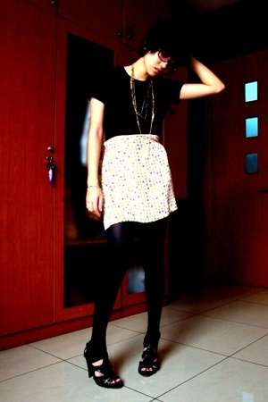 Secondhand shirt - thrifted skirt - shoes - tights - gold chain necklaces