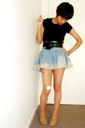 beige shoes - skirt - black top