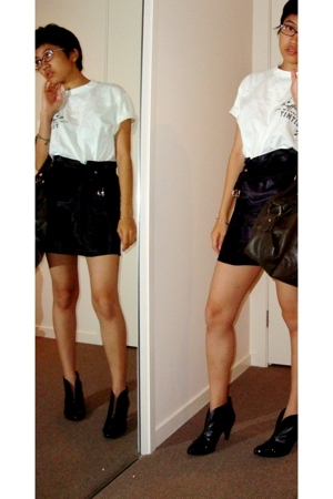tintin t-shirt - layer skirt - ankle boots
