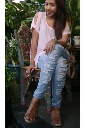 light pink Gaudi top - light blue jeggings ragged leggings - brown wedges