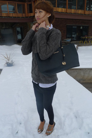 gray Theory sweater - black Michael Kors bag