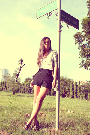 black Charles & Keith shoes - black thrifted shorts - white Topshop top - heathe
