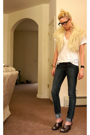 beige thrifted faux fur vest - white thrited tee shirt - brown oliver shoes - bl
