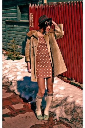 beige vintage dress - brown vintage coat - brown Marc by Marc Jacobs hat - beige