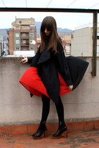 black Calzedonia tights - gray Ray Ban sunglasses - red JUANMA BY EL CUCO skirt