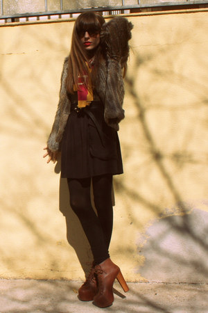 dark brown lita Jeffrey Campbell boots - light brown fur Mango coat - black cash