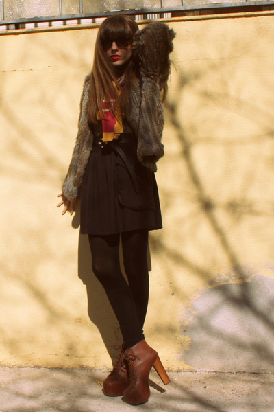 dark brown lita Jeffrey Campbell boots - light brown fur Mango coat - black cash
