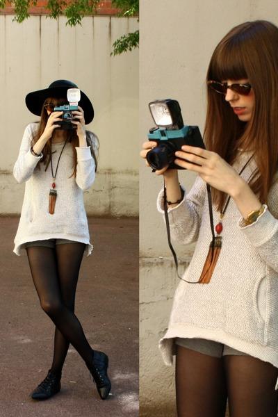ivory Zara jumper - black Bimba & Lola boots - black BLANCO hat