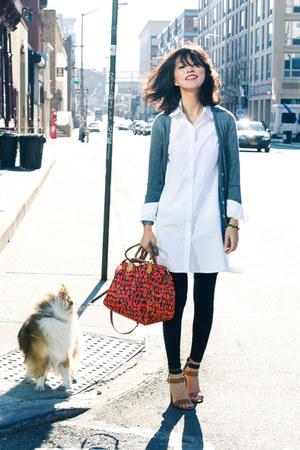 white misspouty shirt - tawny graffiti speedy Louis Vuitton bag